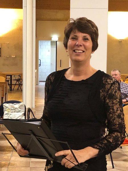 Onze dirigent Lia Brokking